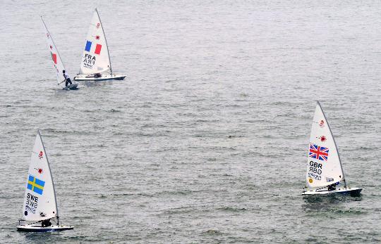 图文-英国选手获男子单人艇激光级冠军 风平浪静