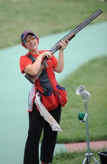 图文-女子飞碟多向决赛赛况 决赛结束后露出笑容