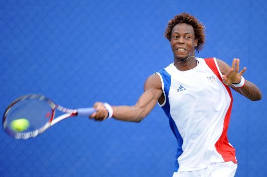 图文-奥运网球男单首轮11日赛况 球拍扇起一阵风