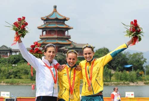 图文-女子组决赛尘埃落定 铁人姑娘们灿烂的笑容