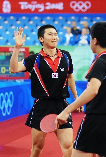 图文-男团铜牌附加赛韩国晋级 柳承敏庆祝得分