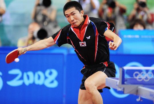 图文-奥运会乒乓球男单柳承敏出局 侧拉胡旋球