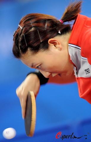 图文-奥运女乒单打张怡宁率先进决赛 反手削球