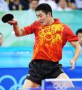 图文-乒乓球男单王励勤获铜牌 王励勤奋力回球
