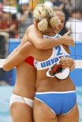 图文-女子沙排赛俄罗斯对格鲁吉亚 俄罗斯组合拥抱