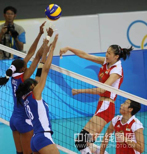 图文-[奥运]中国女排VS古巴女排 对手殊死防守