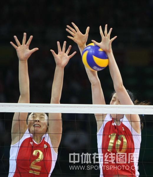 图文-[奥运会女排]中国队vs美国队 双人拦网拦截
