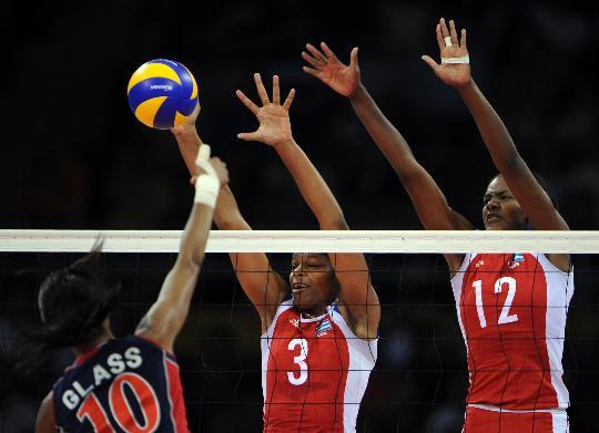 图文-奥运女排半决赛古巴vs美国 古巴双人拦网