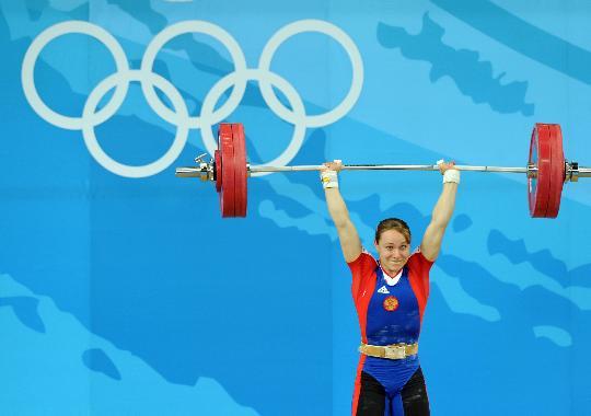 图文-女举58公斤级决赛赛况 沙伊诺夫在比赛中