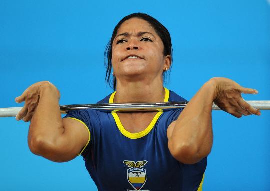 图文-举重女子58公斤级决赛赛况 埃斯科瓦尔比赛中