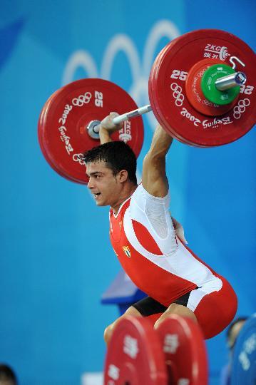 图文-举重男子62公斤级决赛赛况 鲁伊斯在比赛中