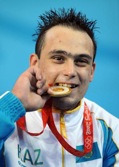 图文-男子举重94公斤级决赛赛况 伊利亚意犹未尽