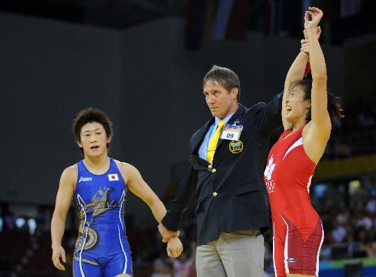 图文-自由式摔跤55KG许莉摘银 日本选手笑到最后