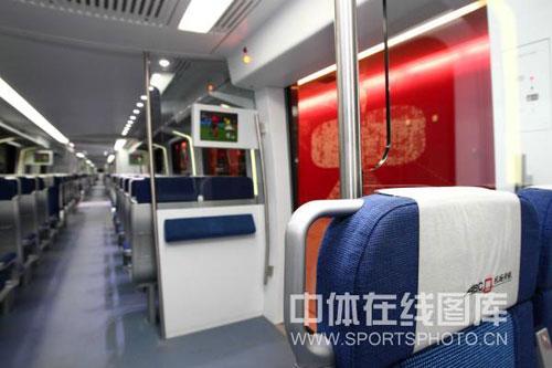 图文-北京地铁机场快线将开通 车厢内部整洁干