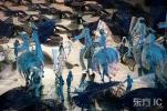 图文-第26届亚特兰大奥运会开幕式 踩高跷的人们