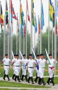 图文-为了奥林匹克的荣耀 奥运村里的升旗手