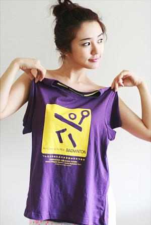 图文-尹恩惠五彩写真助威奥运 紫色调皮