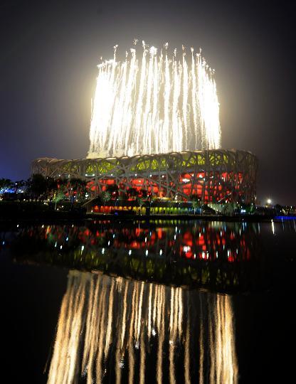 图文-北京奥运会开幕式回顾 鸟巢体育场焰火冲天