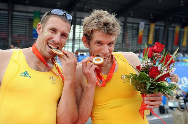 图文-[奥运]男子双人双桨 澳大利亚组合品尝金牌
