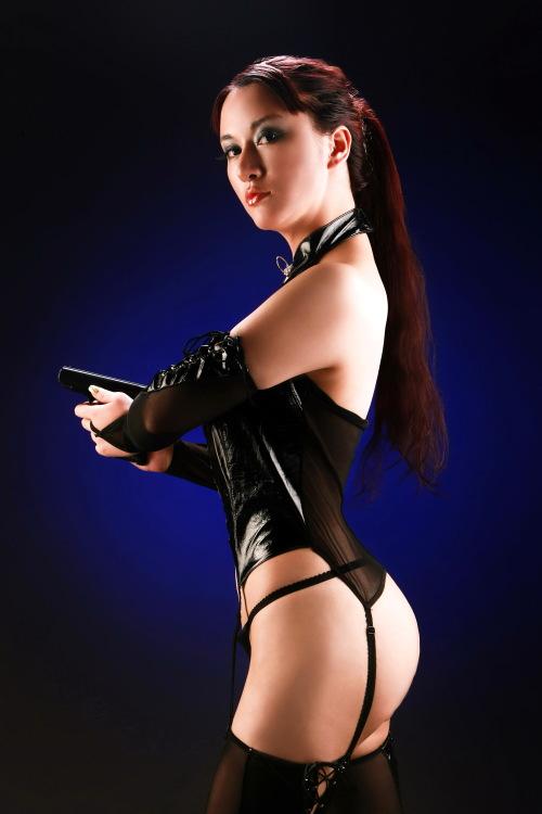 """图文-""""未来战士""""宸宸为奥运助威 展示香胸美臀"""