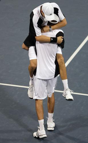 图文-网球男子双打三四名决赛 兄弟两享受胜利