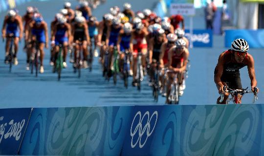 图文-08奥运会铁人三项比赛集锦 差距逐渐拉开