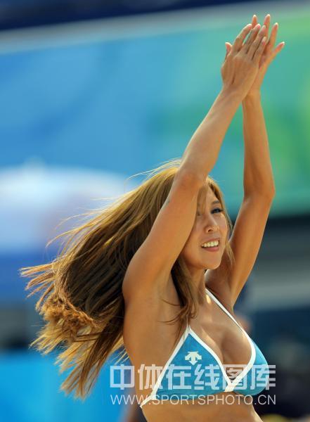 图文-男子沙滩排球首轮比赛 排球宝贝性感热舞