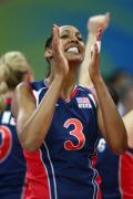 图文-中国女排2-3负美国女排 帕克庆祝扣球得分