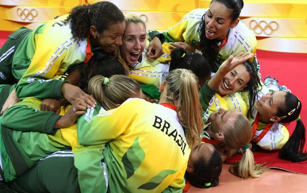 图文-[奥运]女排巴西3-1美国 巴西姑娘倒地庆祝胜利