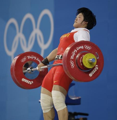 图文-08奥运会举重比赛集锦 刘春红力拔千斤