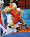 图文-奥运会自由式摔跤回顾 与教练抱在一起