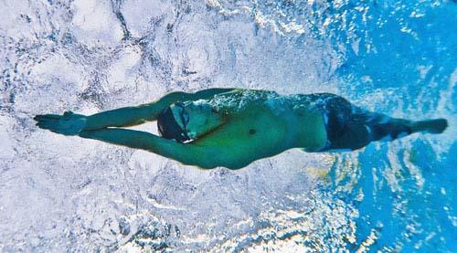 图文-400米混合泳菲尔普斯摘金 水中飞鱼穿梭赛道
