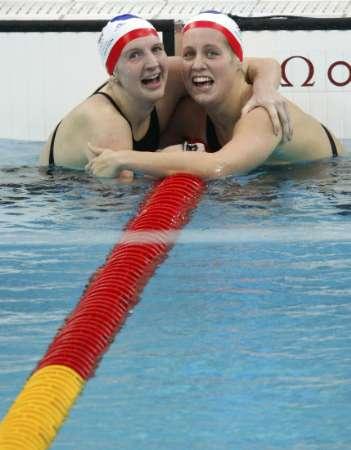 图文-女子400自阿德灵顿夺冠 英国泳坛姐妹花