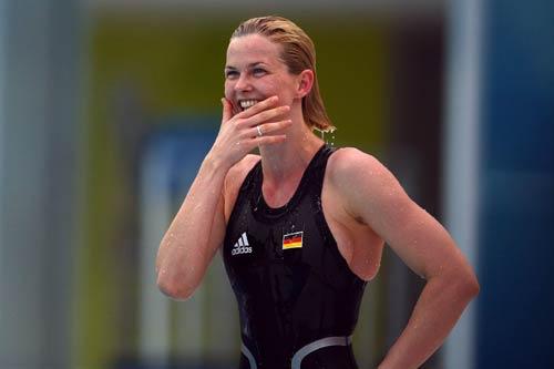 图文-女子100米自由游泳决赛 胜利的微笑更美