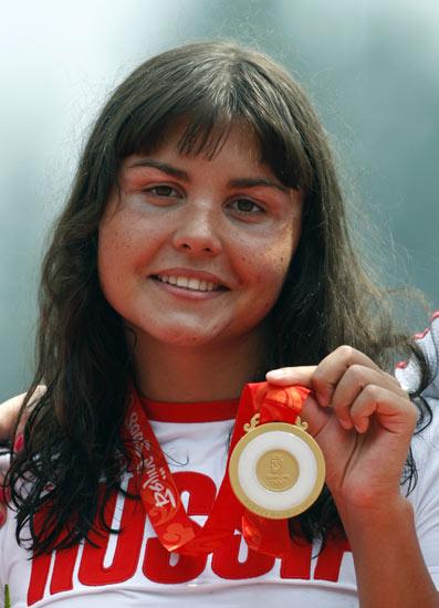 图文-女子10公里公开水域决赛 伊尔琴科骄傲展示