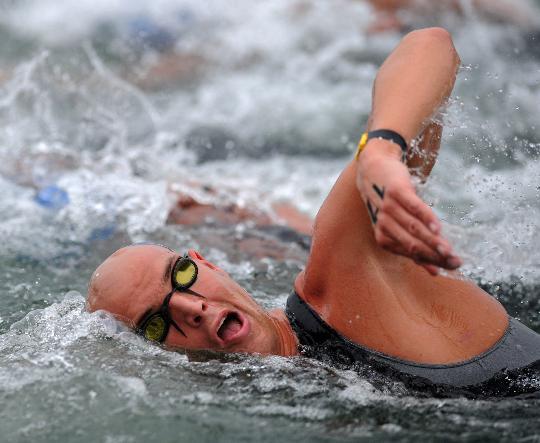 图文-男子游泳10公里范德韦登摘金