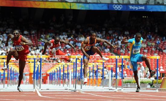 图文-刘翔出战110米栏预赛 110栏上各显其能