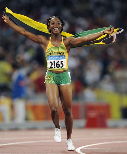图文-女子100米牙买加选手夺金 享受全场欢呼