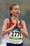 图文-田径女子20公里竞走决赛 冠军双手合十感谢