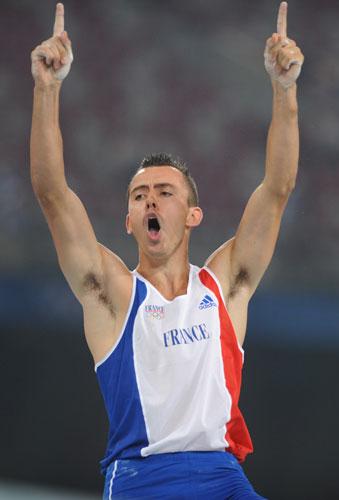 图文-男子撑杆跳高及格赛赛况 克拉维耶庆祝成功