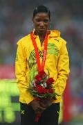 图文-田径女子400米栏决赛颁奖 沃克在最高领奖台