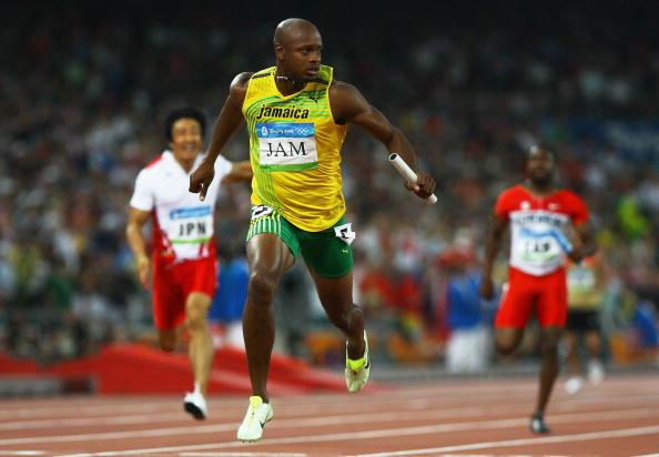 图文-牙买加刷新4x100纪录 鲍威尔遥遥领先