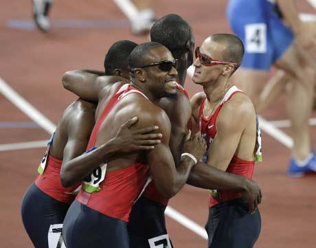 图文-奥运男子4X400米美国夺金 四人庆祝胜利