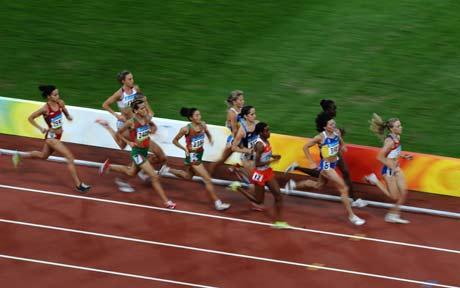 图文-[奥运]田径女子1500米决赛 选手差距不大