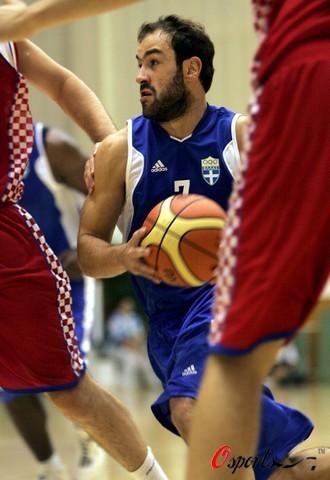 图文-希腊男篮积极备战奥运 斯潘诺里斯勇猛依旧