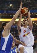 图文-男篮小组赛西班牙VS希腊 卡尔德隆强行上篮