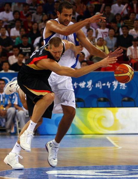 图文-[男篮]希腊87-64德国 诺维茨基不慎犯规