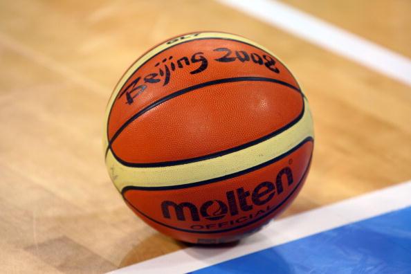 图文-安哥拉76-97美国男篮 男篮诸强对战北京