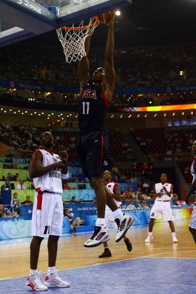 图文-安哥拉76-97美国男篮 波什灌篮轻松得分