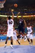 图文-安哥拉76-97美国男篮 保罗抛射轻松异常